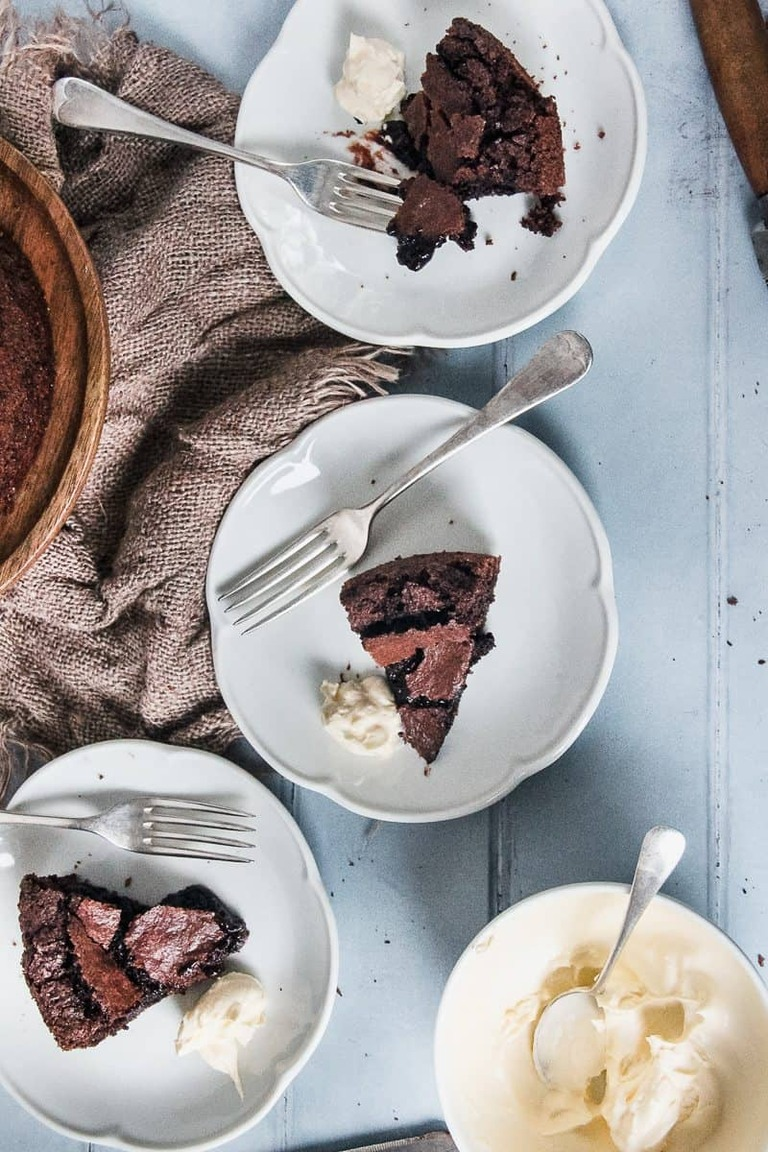 Kladdkaka Cake - Swedish Fudge Cake